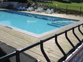 Frans landschap en de zwembaden bij La-Bastide