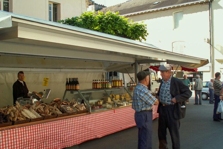 Brocantes en markten in de Haute-Vienne verse Franse streekproducten kraam