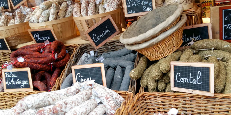 Brocantes en markten in de Haute-Vienne verse Franse worsten kraam