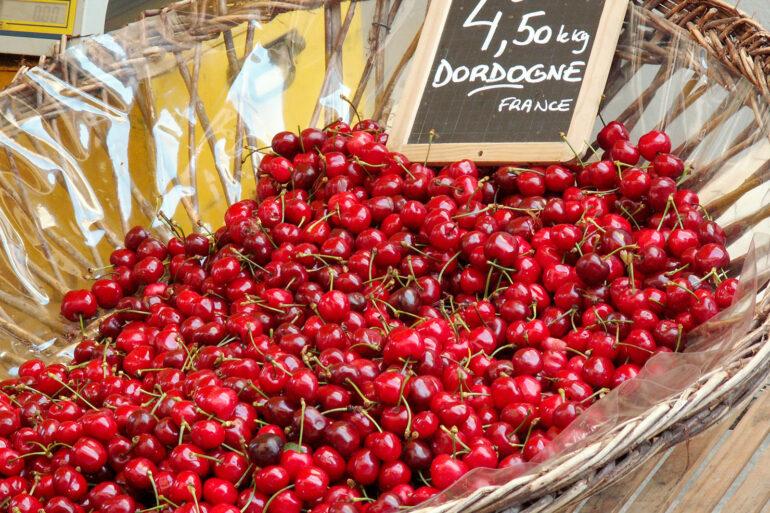 Brocantes en markten in de Haute-Vienne verse kersen en fruit markt