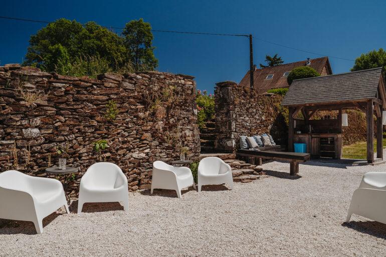 Eten en Loungen La-Bastide koffiehuisje vlakbij het speelhuisje makkelijk voor de ouders