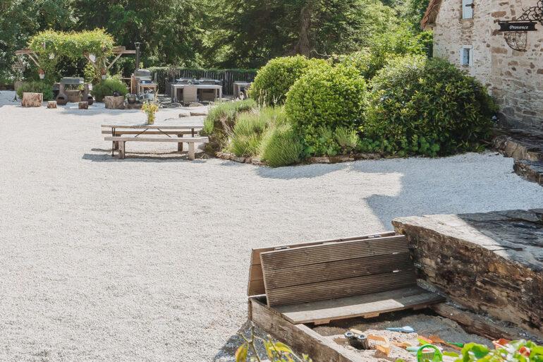 Vakantiedomein La-Bastide thuis in Frankrijk zandbak kinderen spelen