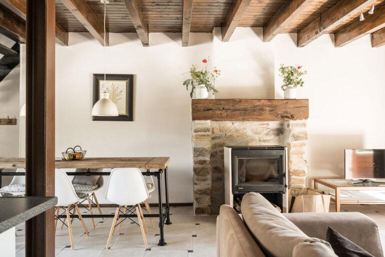 Vakantiehuis Bourgogne La-Bastide woonkamer sfeerfoto indeling
