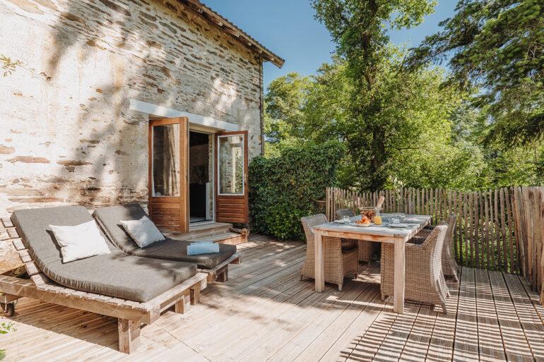 Vakantiehuis Bretagne La-Bastide terras achter sfeervol tuinset