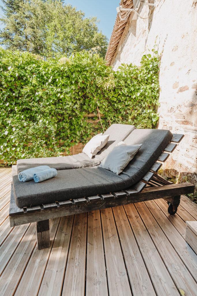 Vakantiehuis Bretagne La-Bastide terras robuust eiken ligbedden met fijne ligkussens