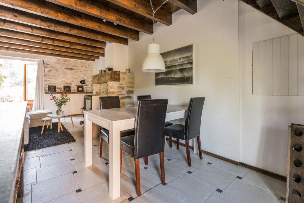 Vakantiehuis Bretagne La-Bastide woonkamer eethoek
