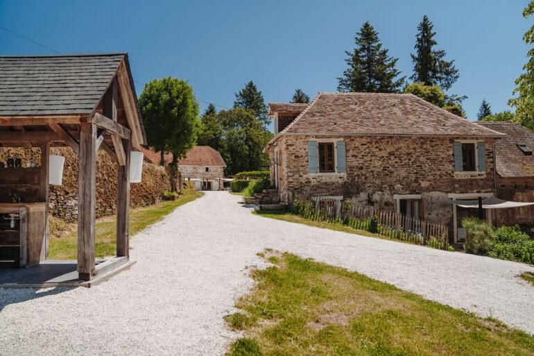 Vakantiehuis Dordogne La-Bastide voorkant uitzicht vanaf het koffiehuisje