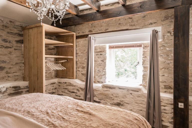 Vakantiehuis Limousin La-Bastide slaapkamer slaapkamerraam zijkant