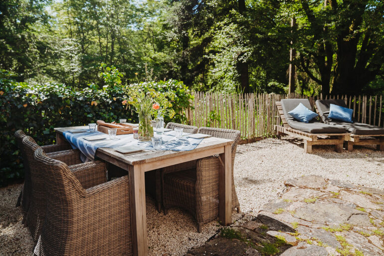Vakantiehuis Limousin La-Bastide terras mooi ruim tuintafelset riante ligbedden