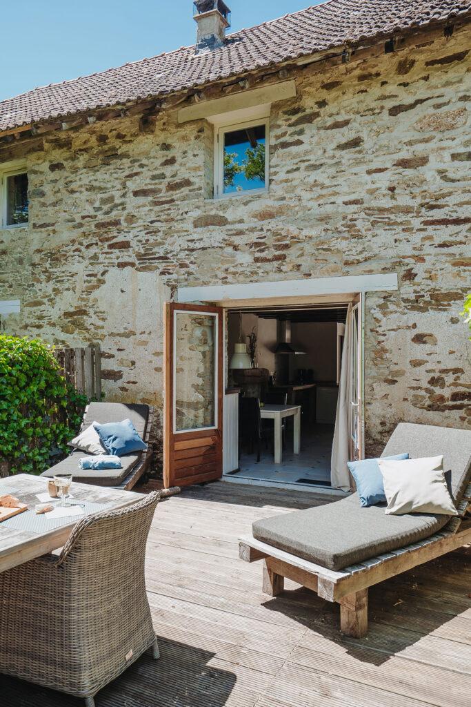 Vakantiehuis Loire La-Bastide achterterras met openslaande deuren