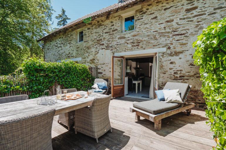 Vakantiehuis Loire La-Bastide terras robuuste ligbedden met zachte ligkussens