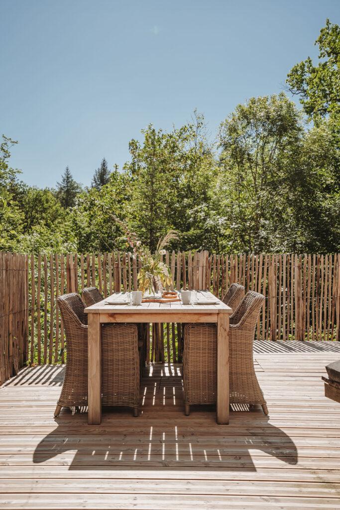 Vakantiehuis Normandië La-Bastide terras tuinmeubilair eettafel
