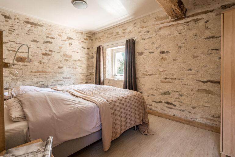 Vakantiehuis Provence La-Bastide slaapkamer voor slaapkamer met lekkere hoge boxspring bedden