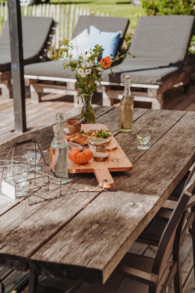 Vakantiehuis Provence La-Bastide terras achter borreltijd zie je jezelf al zitten