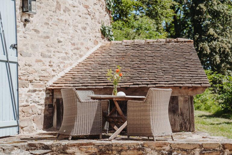 Vakantiehuis Provence La-Bastide terras sfeervol zitje aan de voorkant van het huis