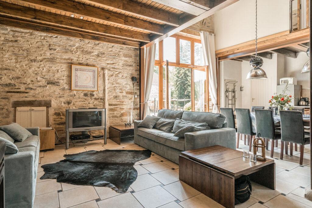 Vakantiehuis Provence La-Bastide woonkamer grote ruime woonkamer met een plekje voor iedereen