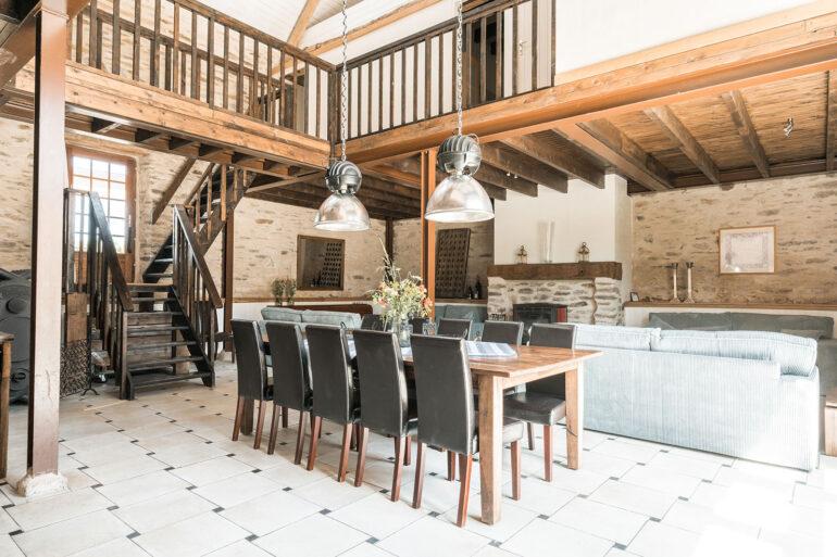 Vakantiehuis Provence La-Bastide woonkamer twee woonlagen