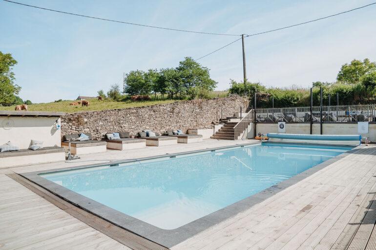 Zwembad La-Bastide groot zwembad 6x15 meter een meter vijftig diep met boven lounge terras