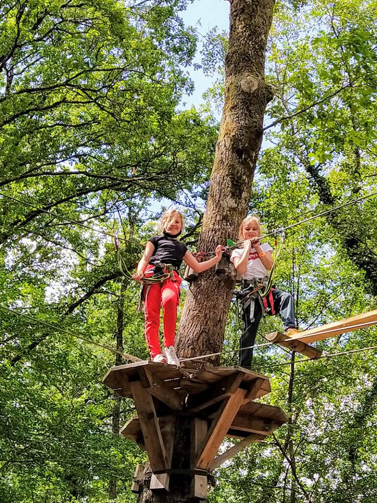 Activiteiten La-Bastide avonturenpark Espace Hermeline klimmen in de bomen