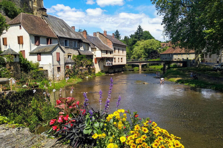 Omgeving La-Bastide regio Limousin plus beau village Ségur-le-Château