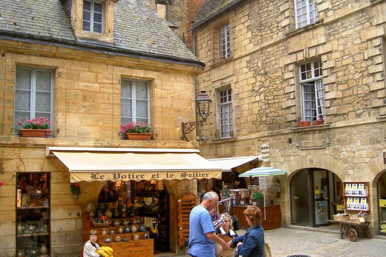 Omgeving La-Bastide steden en dorpen winkelen en struinen Frans dorp