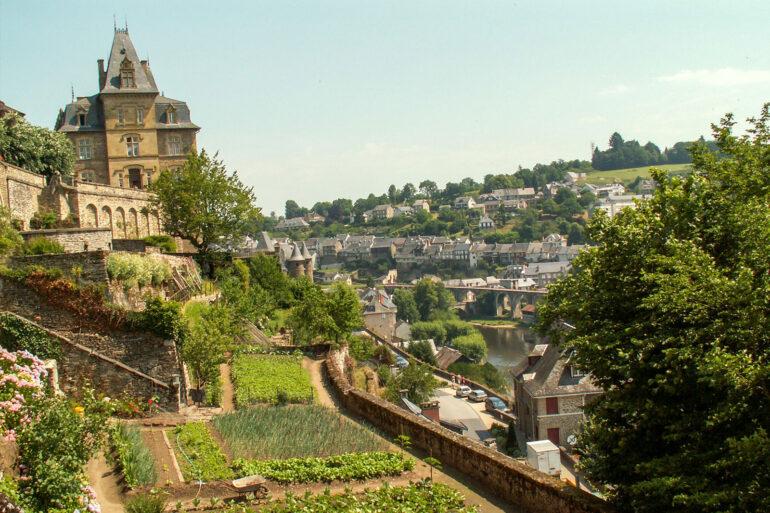 Omgeving La-Bastide steden en dorpen winkelen en struinen Frans landschap