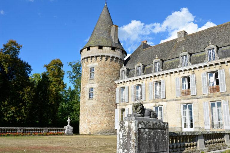 Omgeving La-Bastide Coussac-Bonneval authentiek dorp Château de Bonneval