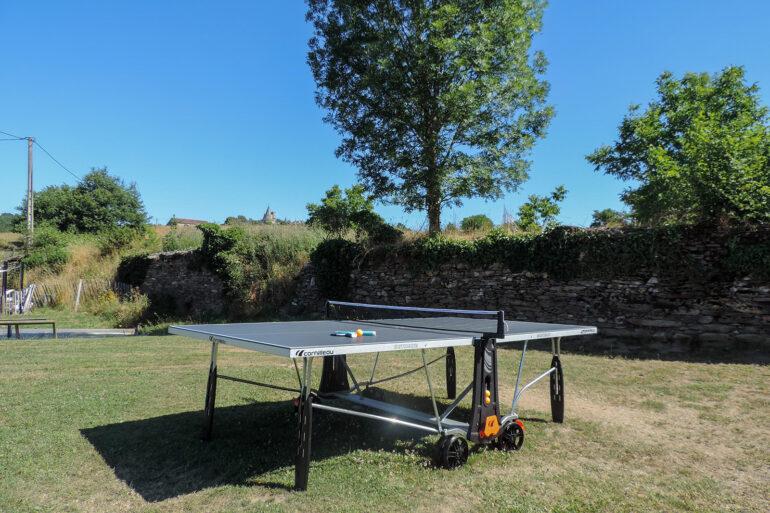 Spelen op La-Bastide, sport & spel speelveld met tafeltennis (pingpongtafel)